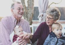 Czy dziadkowie są nadal potrzebni wnukom